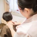 施術前にコリや痛みなどお身体の状態を確認します